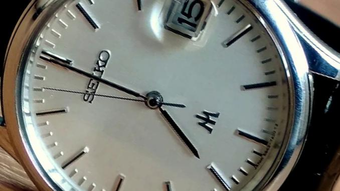 can quartz watches sweep